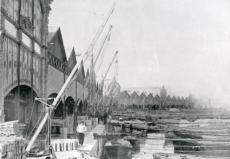 Tecles manuales para el embarque de frutas. Del libro Puerto de Valencia. Memoria Sobre el Progreso y Estado de las Obras durante el Año 1913.JPG