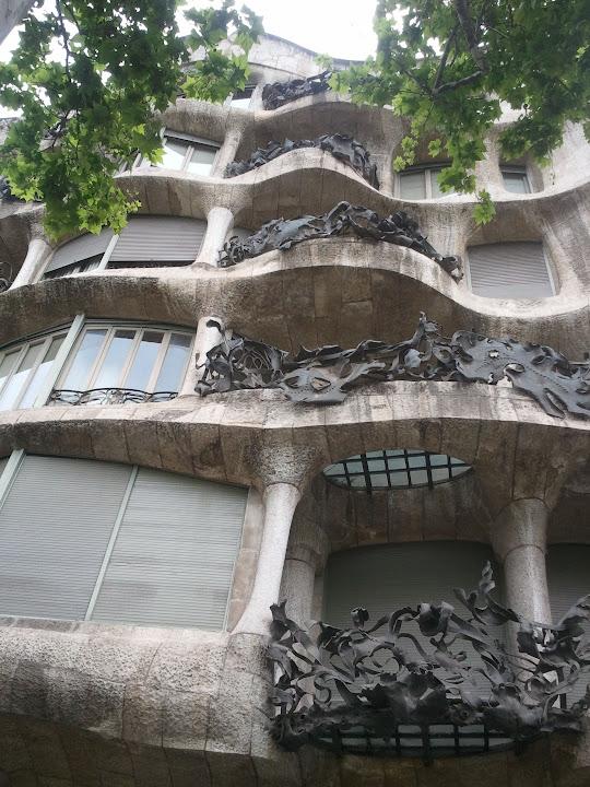 """Casa Milà - La Pedrera (""""stenbrottet"""") ritat av Antoni Gaudí"""