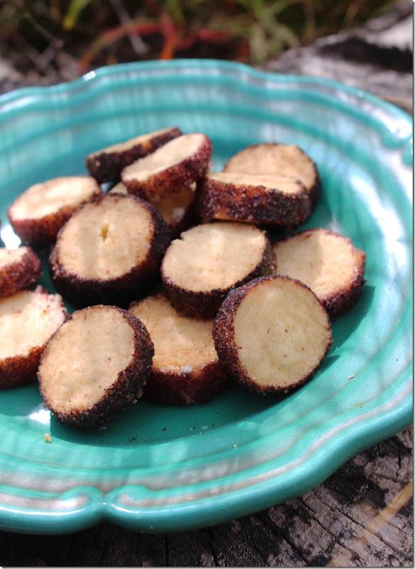 Närbild på brysselkex med smak av svarta vinbär