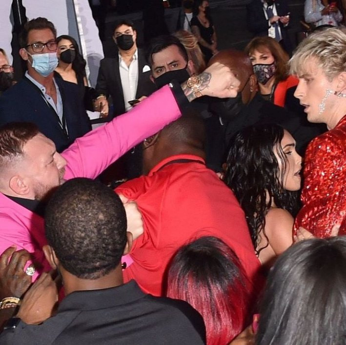 """""""I only fight real fighters not little vanilla ice white rappers,"""" Conor McGregor reacts to Machine Gun Kelly 'fight' at the MTV VMAs (video)"""
