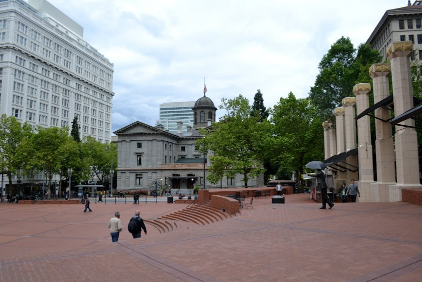 Портланд, Орегон, Площадь Пайонир Кортхауз (Portland, OR, Pioneer Courthouse Square)
