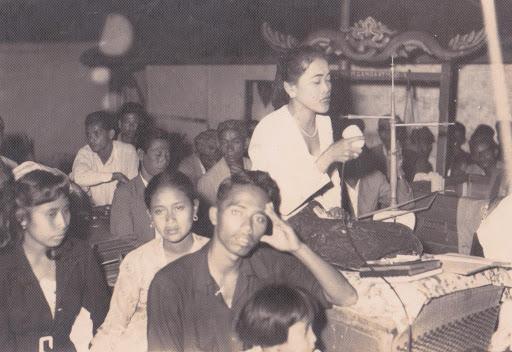 A young Titim Fatimah singing with Dalang Gandaatmadja, original photograph,Madrotter collection