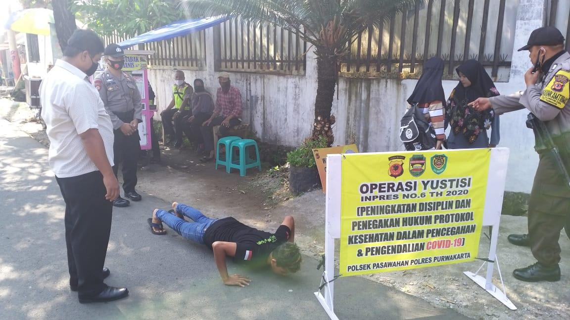 24 Pelanggar Protokol Kesehatan yang Terjaring Operasi Yustisi yang digelar Polsek Pasawahan