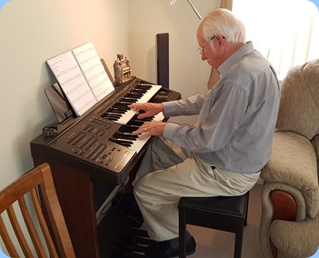 Rob Powell playing his Yamaha Electone EL15.