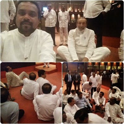 http://www.gossiplankanews.com/2015/04/upfa-mps-staged-protest-inside.html