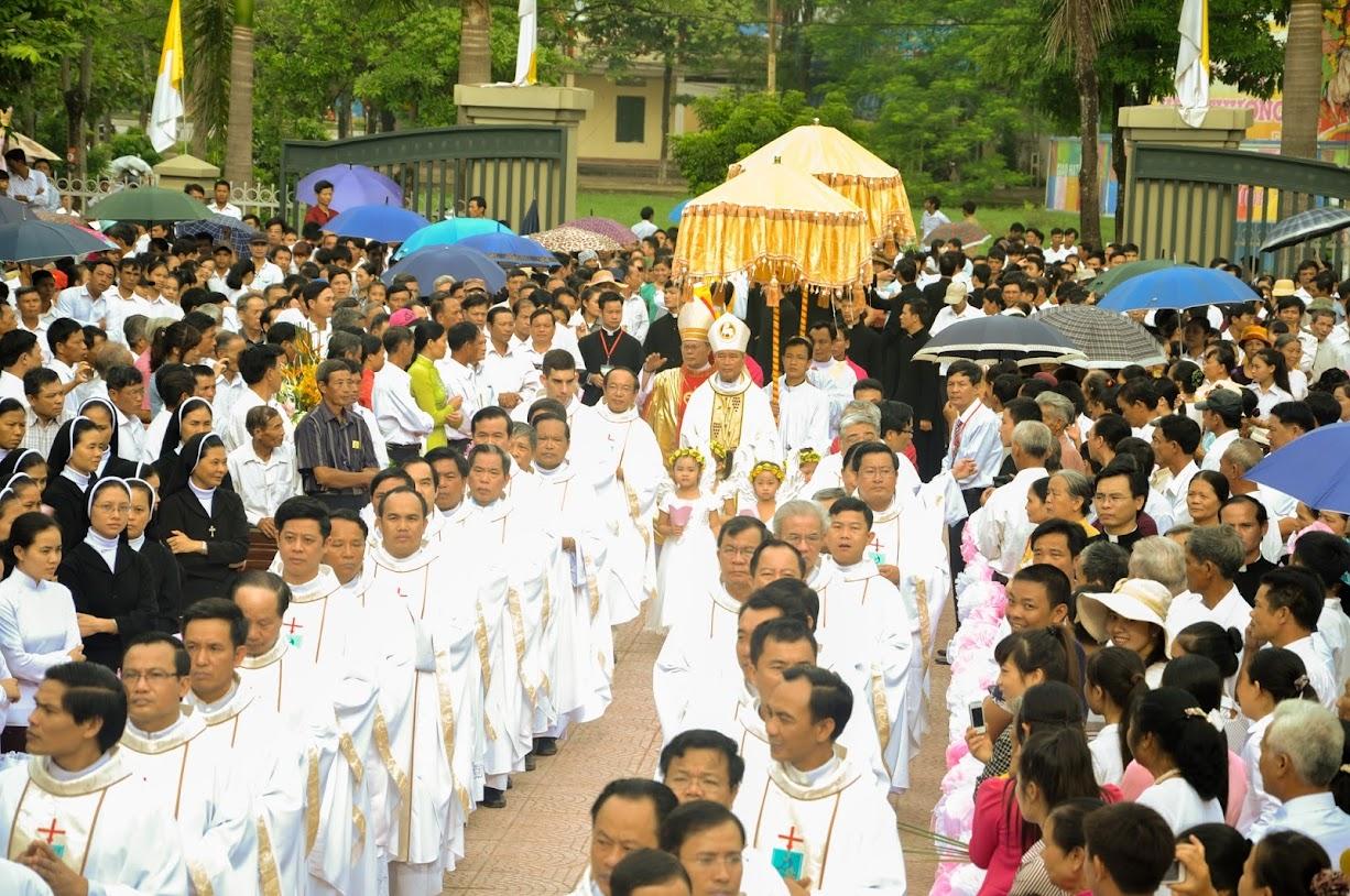 GP THANH HOÁ : Thánh lễ kỷ niệm 10 năm hồng ân giám mục của Đức Cha Giuse Nguyễn Chí Linh và truyền chức linh mục