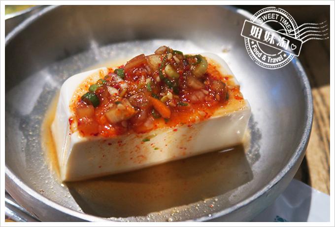 高雄姜虎東678白丁烤肉店2號店蜜汁烤地瓜、韓國泡菜、嫩豆腐、韓國豆芽菜、泡菜水吃到飽(吃到飽)