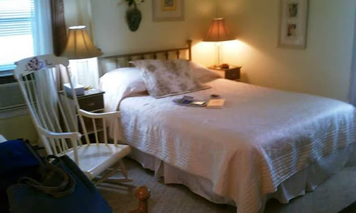 Bed & Breakfast «Seasons At Magnolia Manor», reviews and photos, 111 Springdale Ave, New Windsor, MD 21776, USA