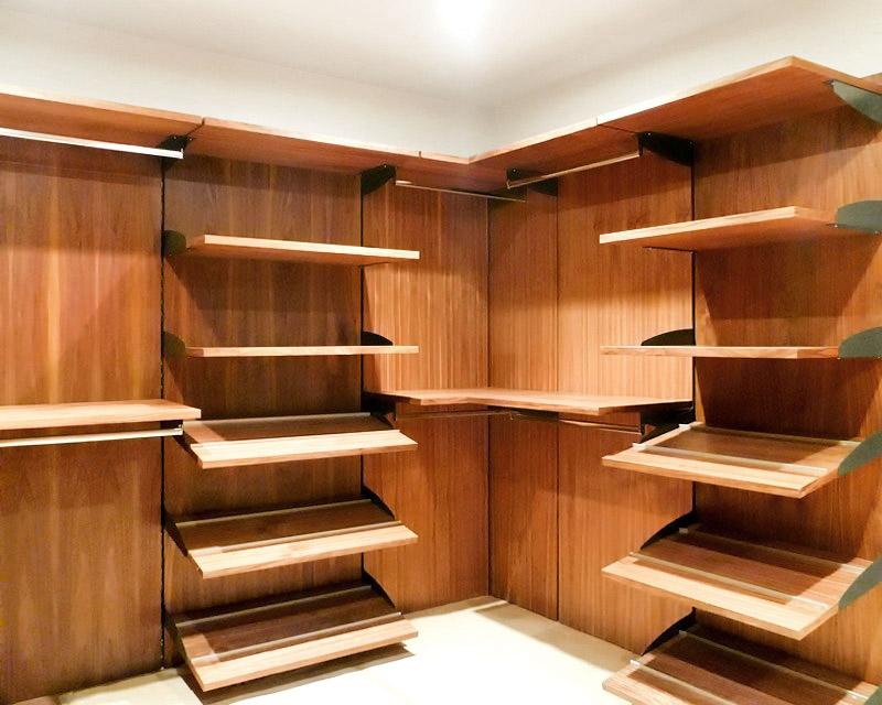 Closets y vestidores minimalistas 100 configurables for Disenos de zapateras de madera