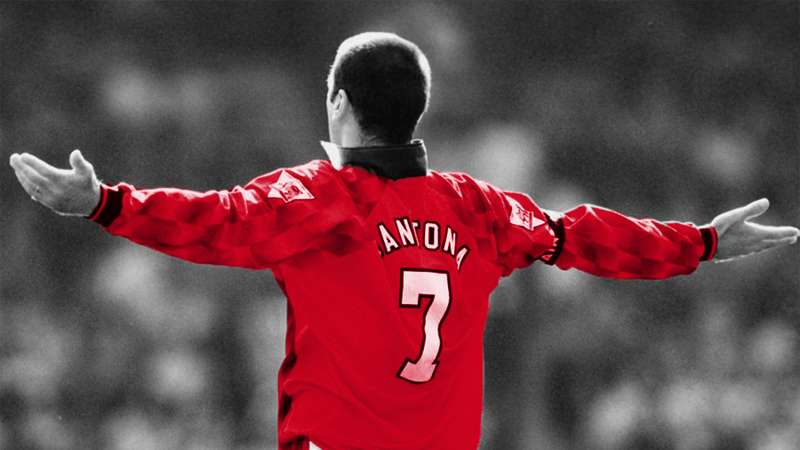 gambar selebrasi gol Eric Cantona paling unik, fenomenal, keren, terbaru, terbaik sepanjang masa