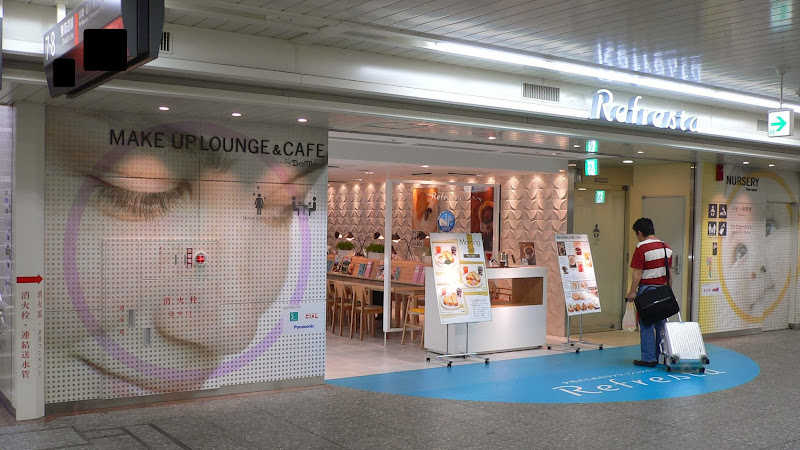 refresta makeup lounge in Yokohama station