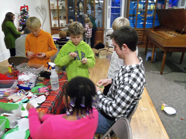 2014 - Holiday Craft Party - 101_3020.JPG