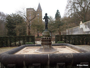 Photo: Gartenanlage mit Brunnen, im Winter leider kein Wasser.