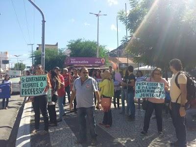 manifestações de alunos e professores na cidade de Quixadá nos dias 16 e 17 deste mês (1).jpg