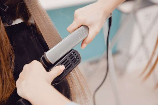 الأخطاء الشائعة التي يجب تجنبها أثناء تنعيم شعرك