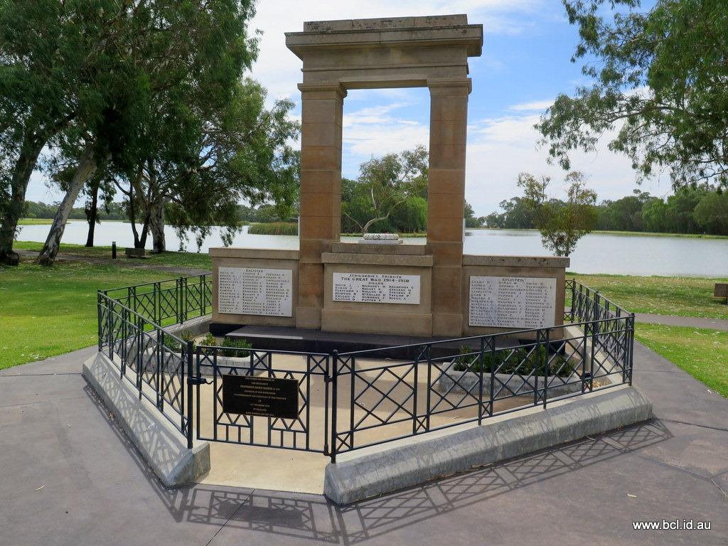 [180315-071-Jerilderie-War-Memorial3]