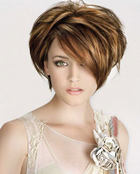 Latest Short Bob Hairstyles for Round Faces 3