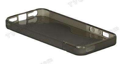 iPhone5用として販売されているTPU製ケース。写真奥側を見ると、側面下部にイヤフォンジャックがあり、Dockコネクタも小型化されている