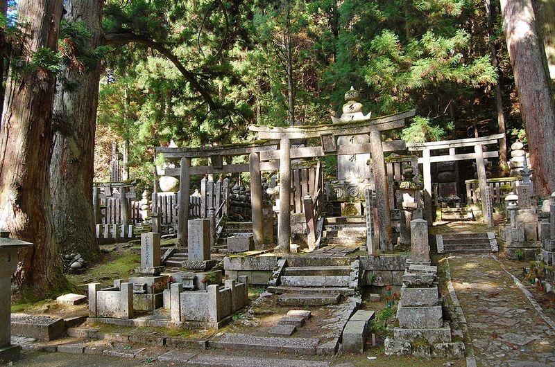 okunoin-cemetery-4
