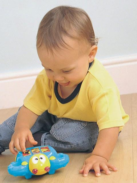 Bộ xếp hình 3 trong 1 phát nhạc Tomy dành cho các bé trên 12 tháng tuổi