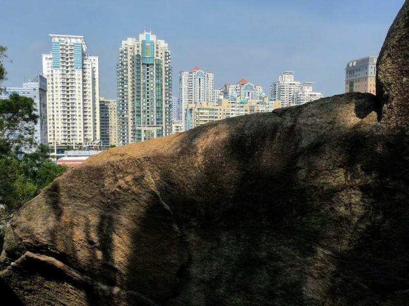Xiamen, contraste