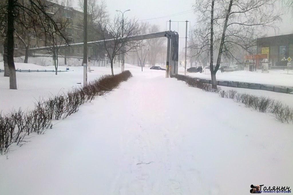 Дорога к Памятнику погибшим воинам. Замело.