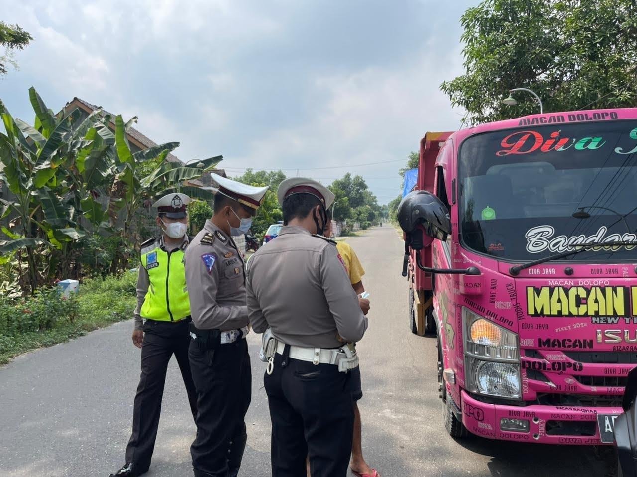 Satlantas Polres Ponorogo Tindak 11 Truck Dump