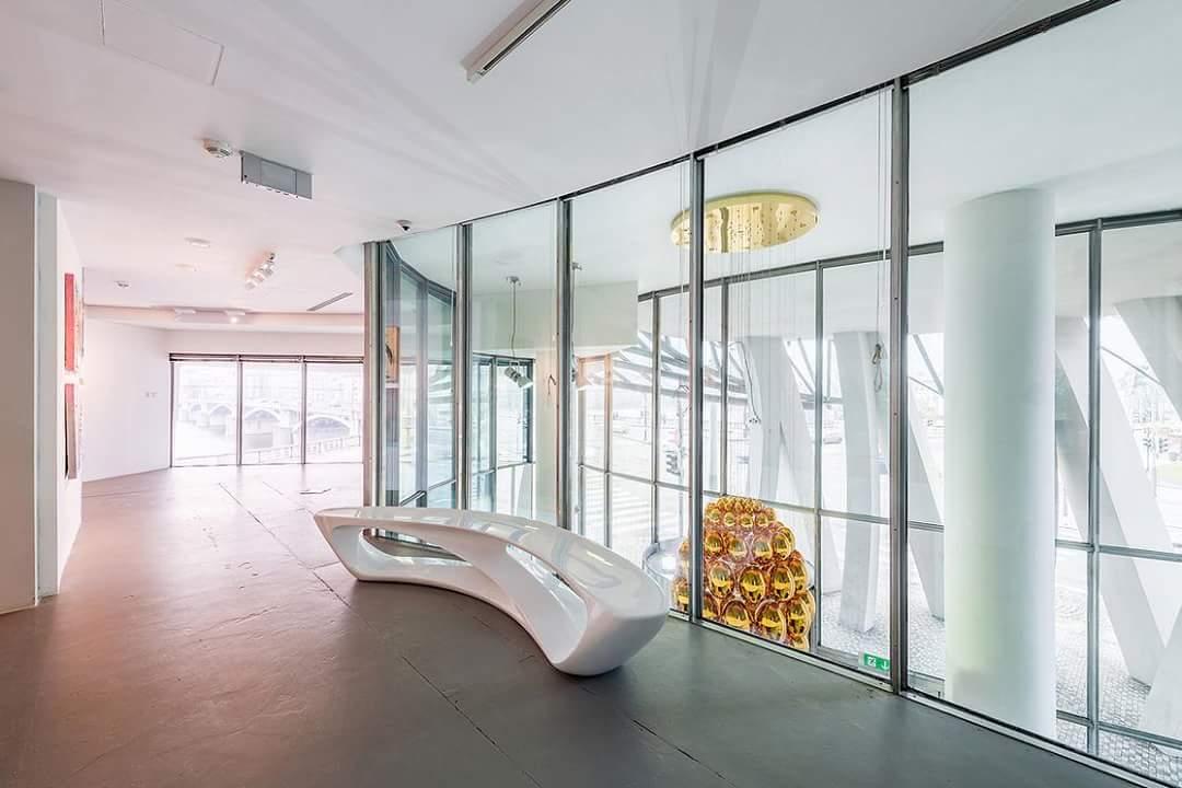 شكل المنزل الراقص من تصميم فرانك جيري من الداخل