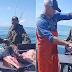 Assista! Pescador encontra garrafa de uísque cheia dentro de peixe