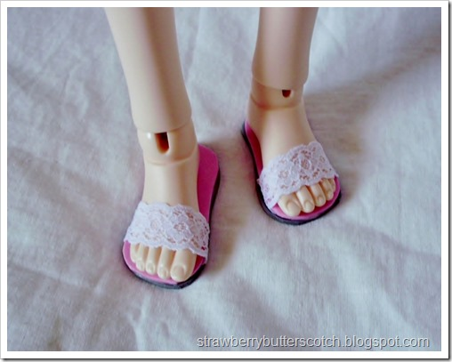 5 a Week: Lace Sandals for Dolls with a Tutorial