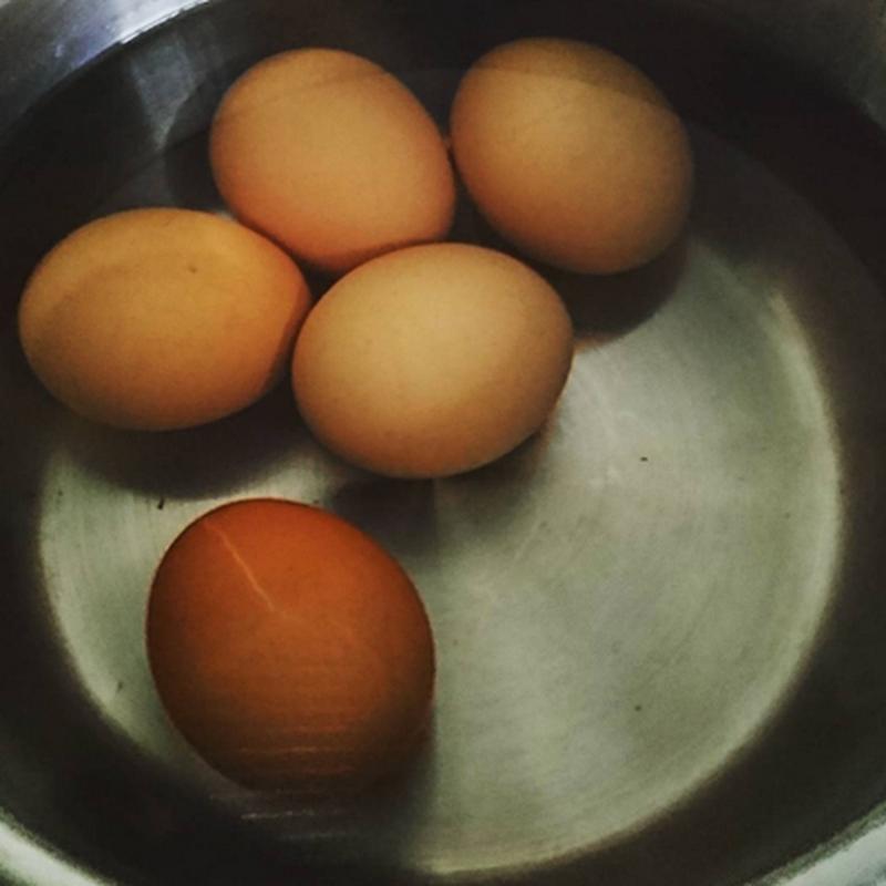 Makan telur rebus tapi kentut tak busuk. Camana tu ?