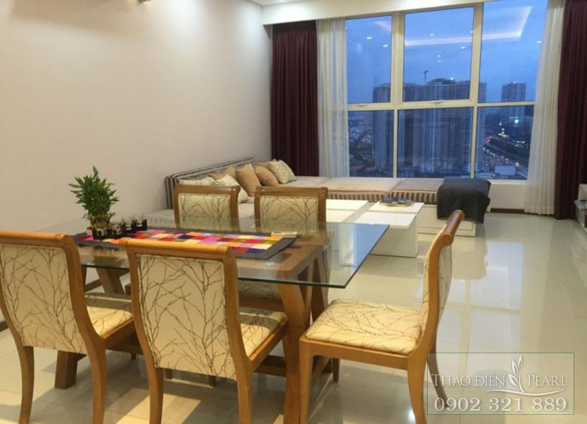 bàn ăn hướng ra sông Sài Gòn của căn hộ 136m2 cho thuê tại Thảo Điền Pearl