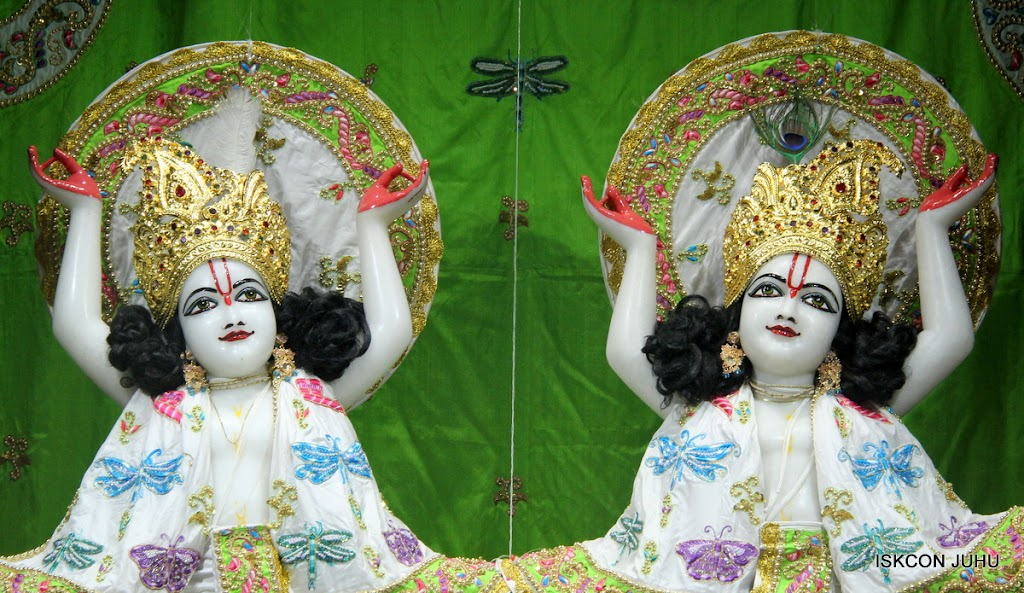 ISKCON Juhu Mangal Deity Darshan on 01st May 2016 (28)