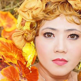 by Hendrianto YAP 叶 长 財 - People Portraits of Women