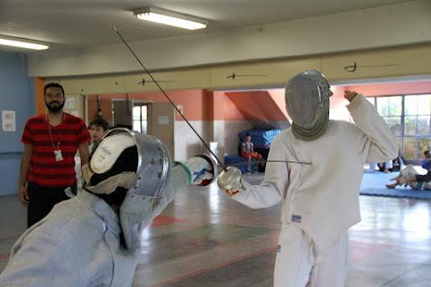 Pioneiro, Esporte Cidadão dá aulas de esgrima desde 2010