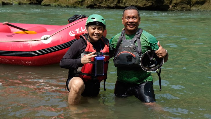 Pengusaha Muda Asal Maluku Terima Bantuan Perlengkapan Arung Jeram