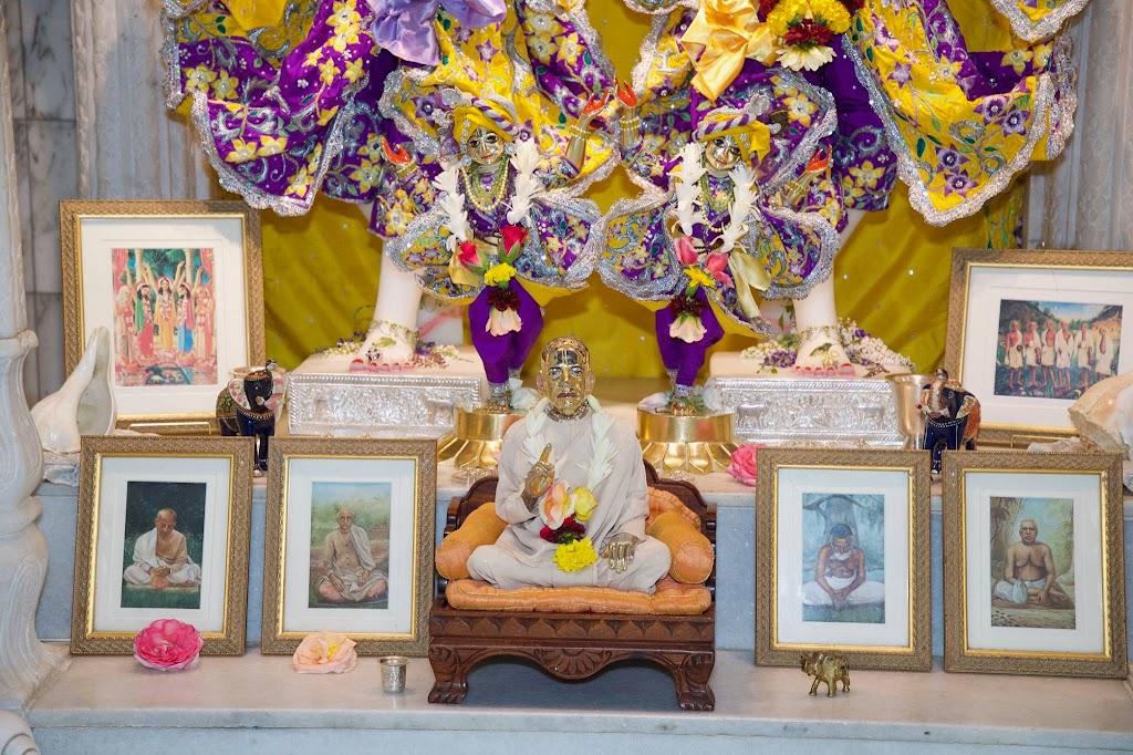 ISKCON New Govardhana Deity Darshan 22 Dec 2016 (27)