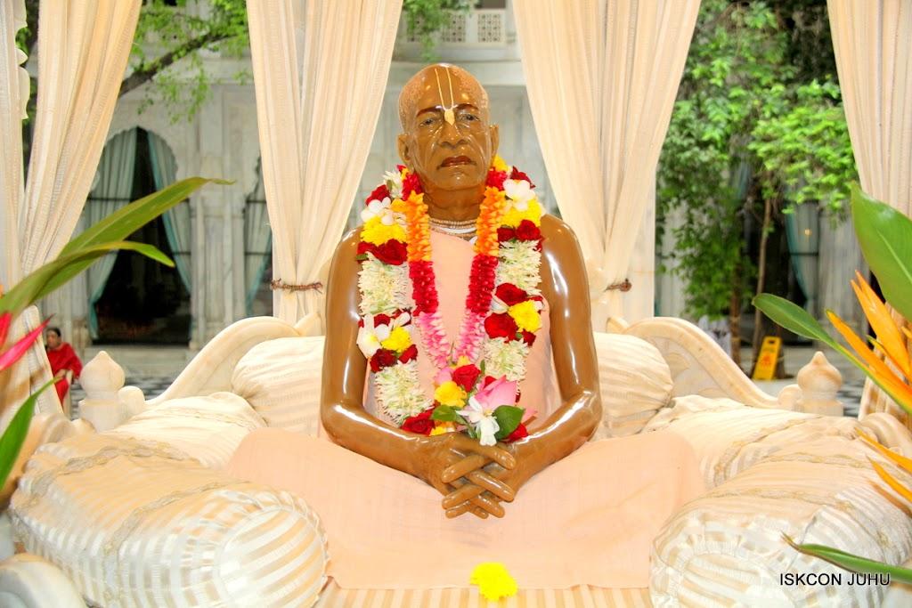 ISKCON Juhu Sringar Deity Darshan on 10th July 2016 (46)