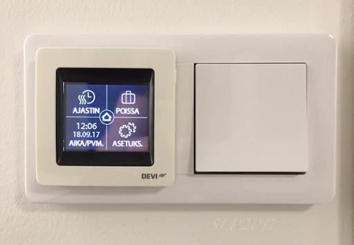 termosaatti lattialämpö katkaisija valo