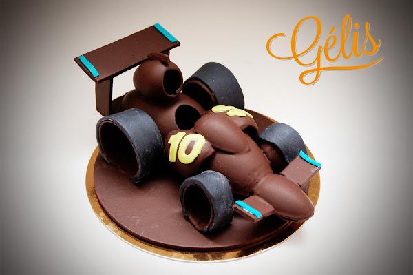 voiture de course en chocolat.jpg