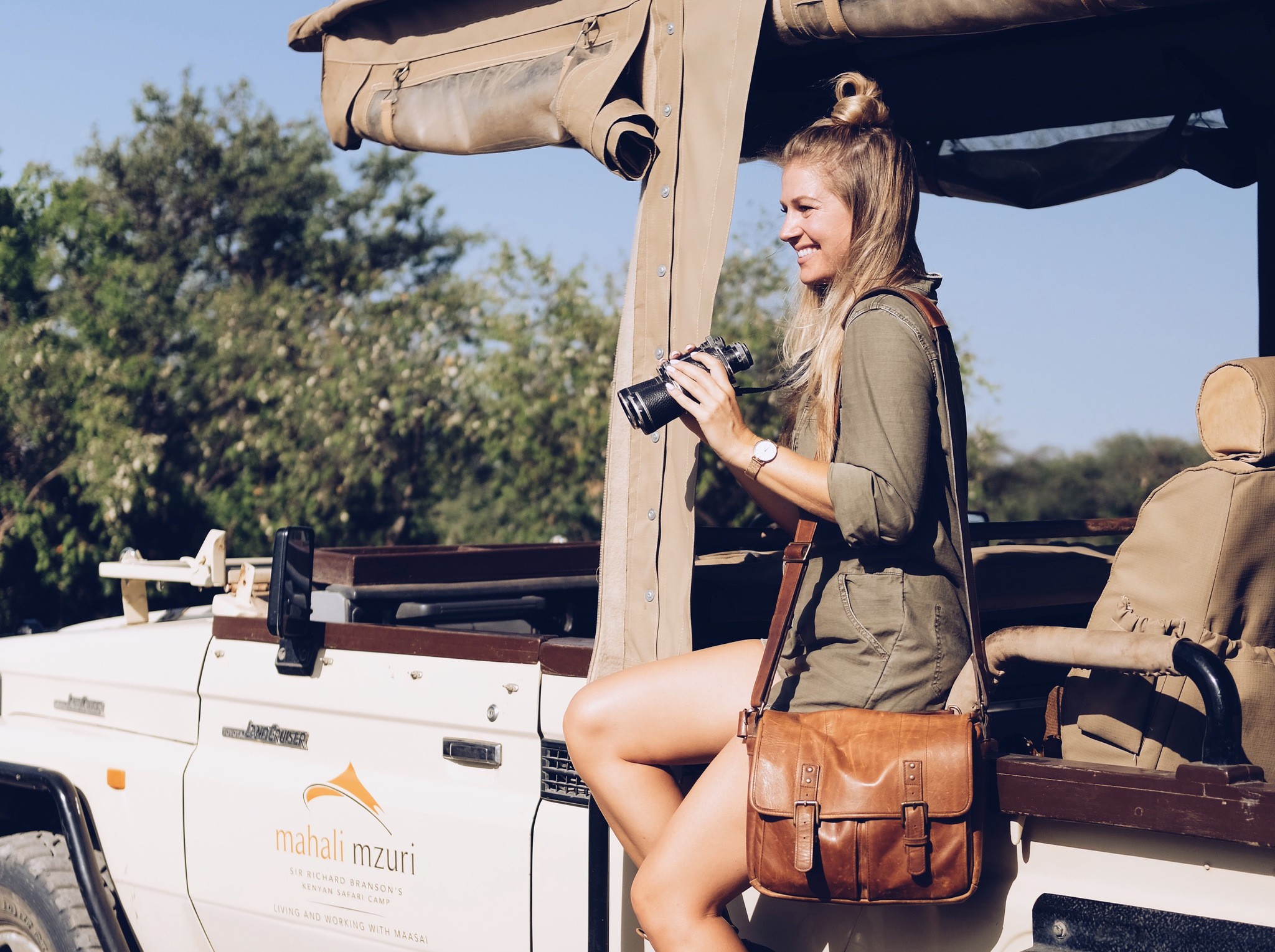 THE SPORTIVE WHAT TO WEAR ON SAFARI IN SOUTH AFRICA FOR WOMEN 1