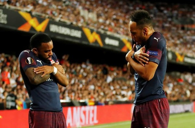 DOWNLOAD GOALS AND HIGHLIGHTS: Valencia 2 - 4 Arsenal ( 3 - 7 Agg)
