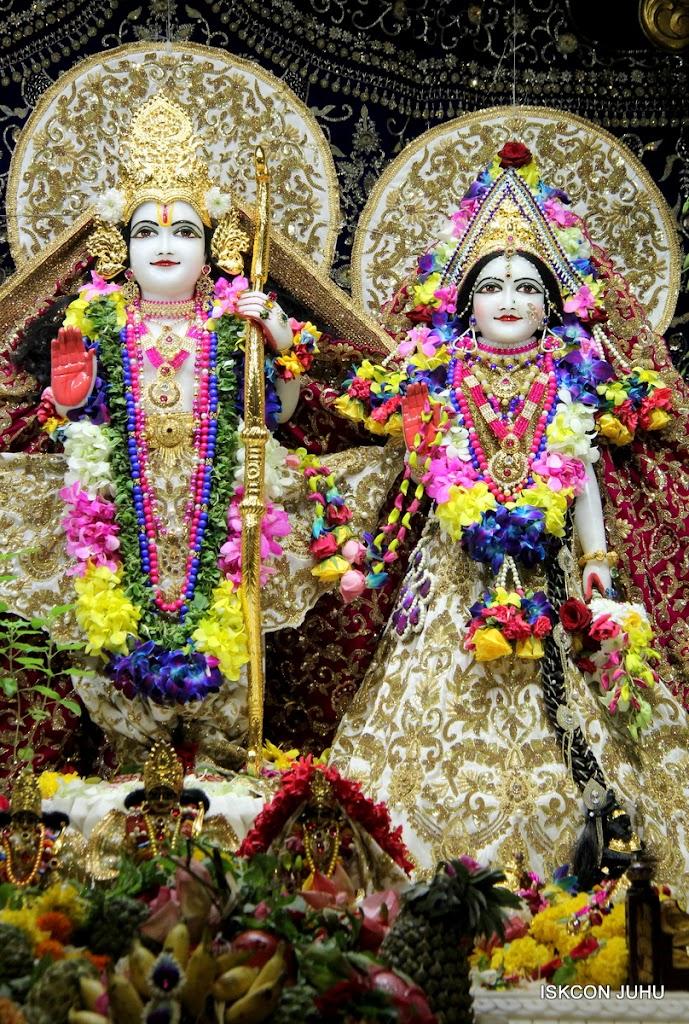 ISKCON Juhu Sringar Deity Darshan on 25th August 2016 (29)