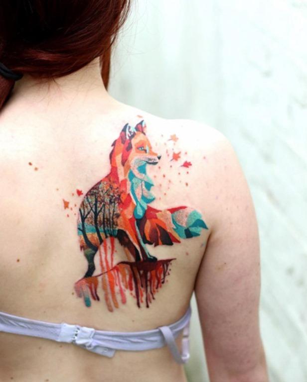 Este colorido fox tatuagem