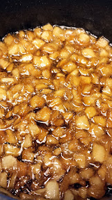 Caramelized Onion Jam uses onions, brown sugar, some red wine vinegar and heat and just a lil patience for it to reduce!