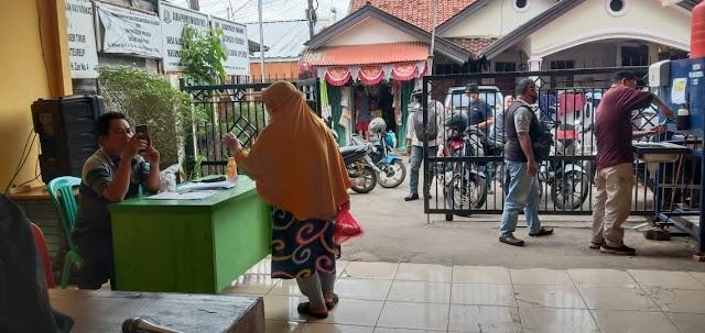 Pemdes Karang Asem Timur Menyalurkan Bantuan Bupati Bogor Tahap III