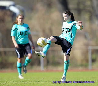 FSV2 - - FSV Gütersloh II (mintgrün) vs. DJK Eintracht Coesfeld (pink) - Frauen-Fussball Regionaliga am 25.03.2012 im Spz. Ost in Gütersloh----------------------------------------------------------------------------------------Copyright by:Henrik MartinschleddeMöllenbrocksweg 10633334 GüterslohTel.: 05241/2331991Mobil: 0173/2627211Mail: henrik.martinschledde@t-online.de