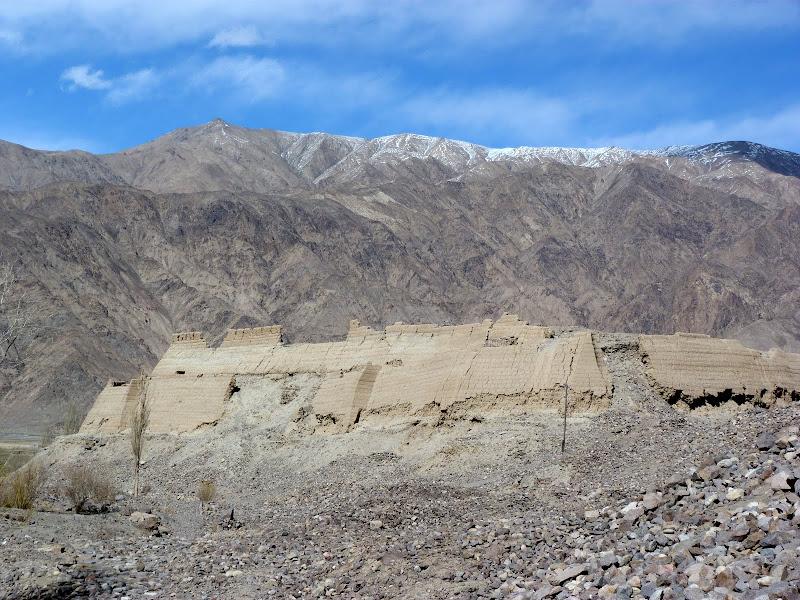 XINJIANG. Karakoram Highway, lune des plus haute route au monde, en passant a 4400 m - P1280580.JPG