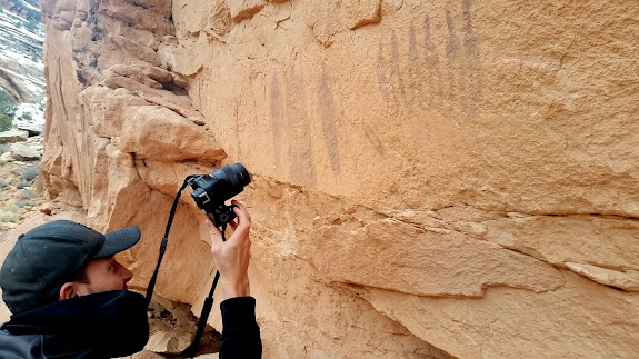 Photographing Intestine Man pictographs