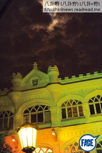 位於薄扶林的大學堂明明是英式建築,在二戰時被日軍佔領,淪為日本憲兵總部。在月黑風高的晚上,加上神秘的燈光映照下,未走進舍堂已經心跳加速,心驚膽顫。